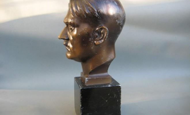 A vendre un buste d hitler et des ceinturons nazis sur un march d avignon ldj - Vendre des objets sur internet ...