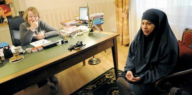 aveyron une jeune musulmane soup onn e de radicalisation veut r cup rer ses enfants ldj. Black Bedroom Furniture Sets. Home Design Ideas