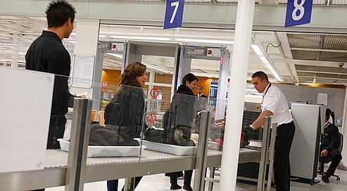 Orly une femme prend l avion avec un couteau sans tre d tect e par les scanners ldj - Comptoir air france orly telephone ...