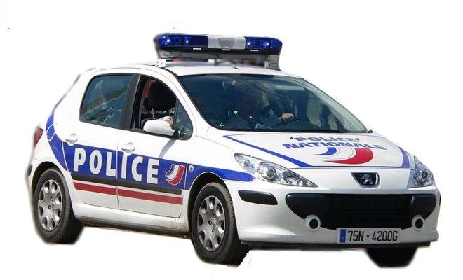 ca continue paris un homme fonce en voiture sur la police et crie allah akbar ldj. Black Bedroom Furniture Sets. Home Design Ideas